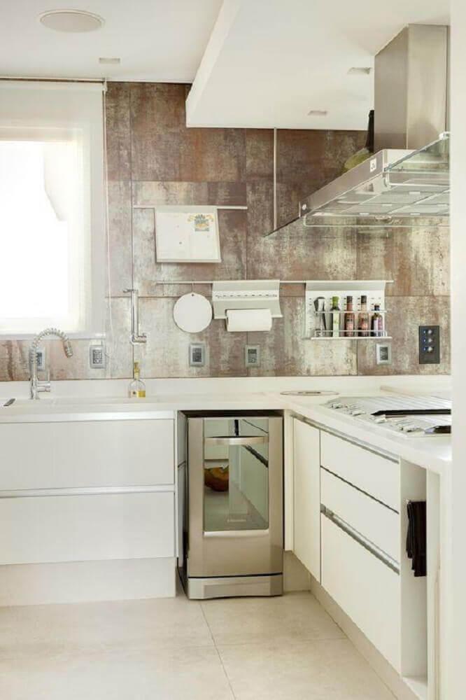 decoração de cozinha com coifa de vidro e alumínio