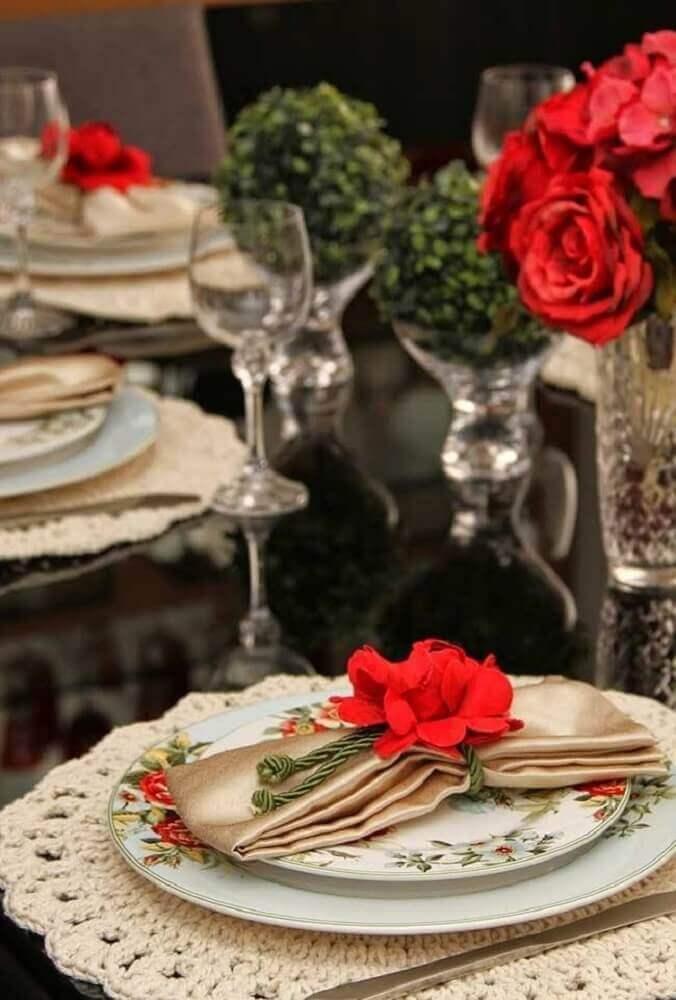 decoração de mesa com jogo americano de crochê redondo
