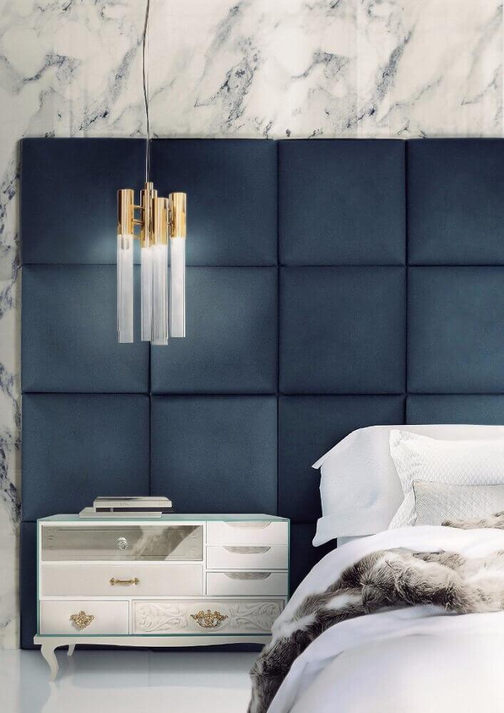 decoração de quarto masculino com cabeceira azul e pendente moderno
