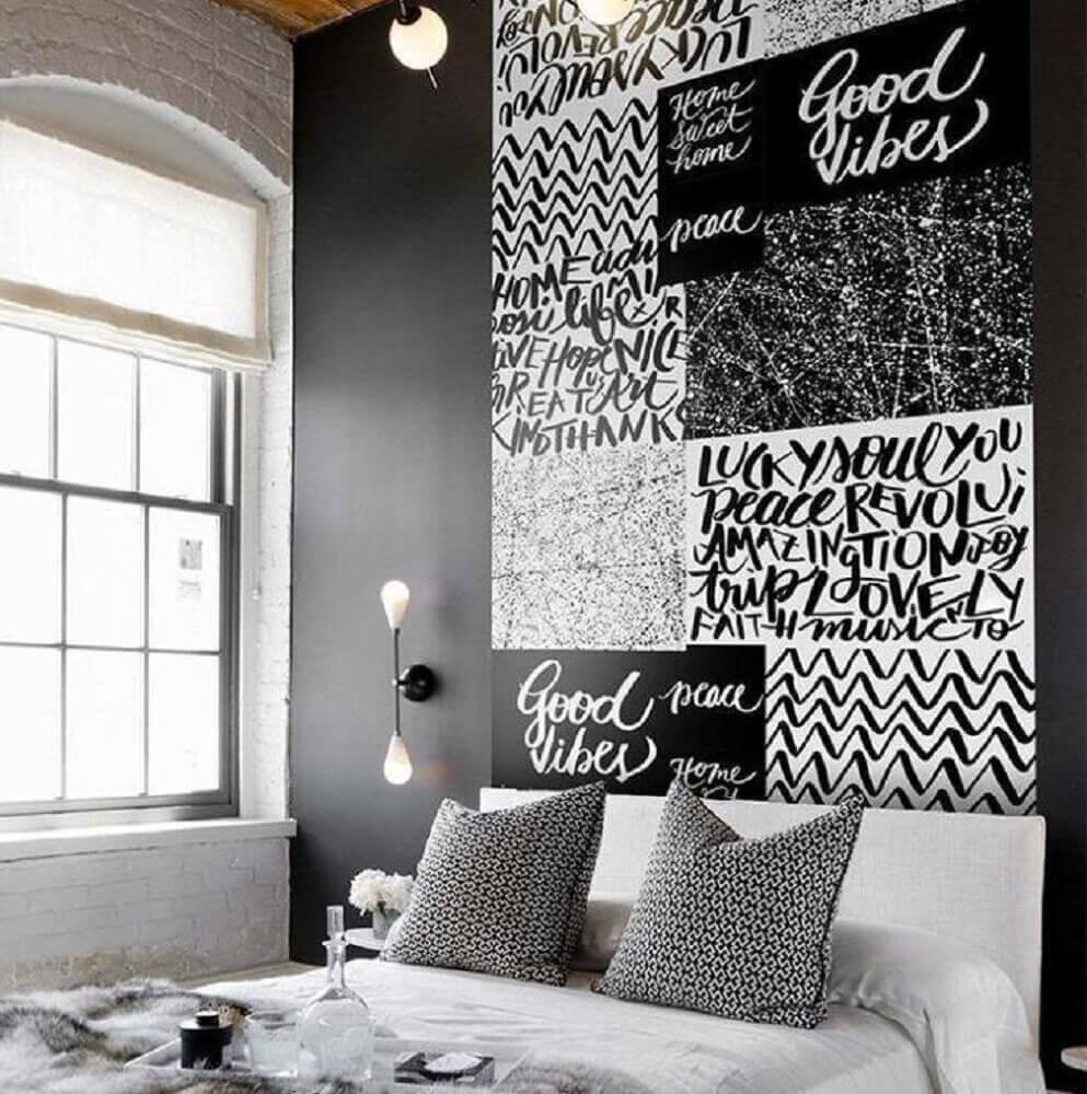 decoração preto e branco com papel de parede para quarto masculino