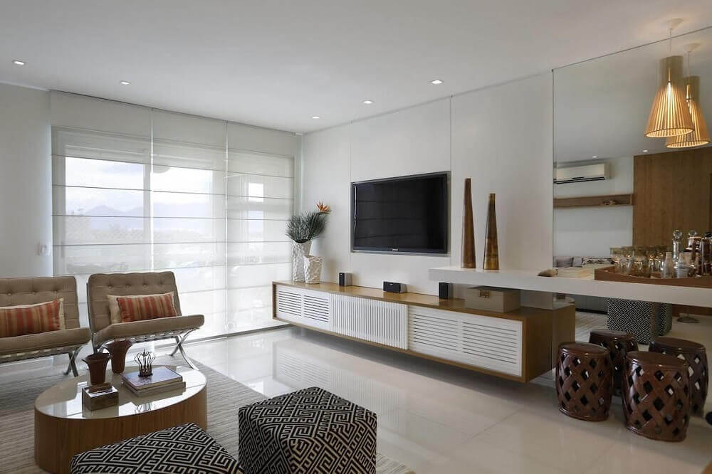 Decoração sala de estar puffs quadrado estampado