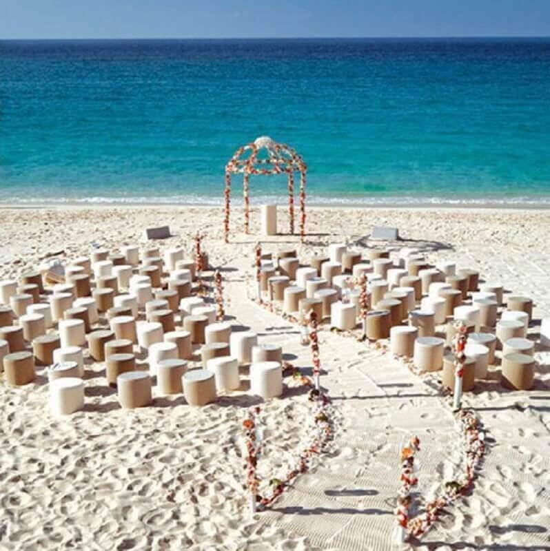 decoração simples para cerimônia de casamento na praia