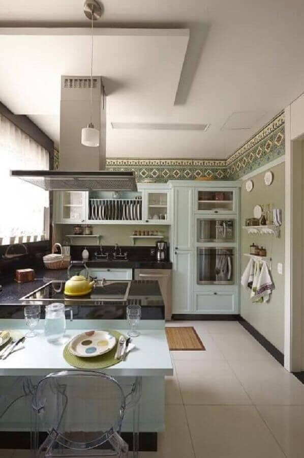 Cozinha planejada com coifa