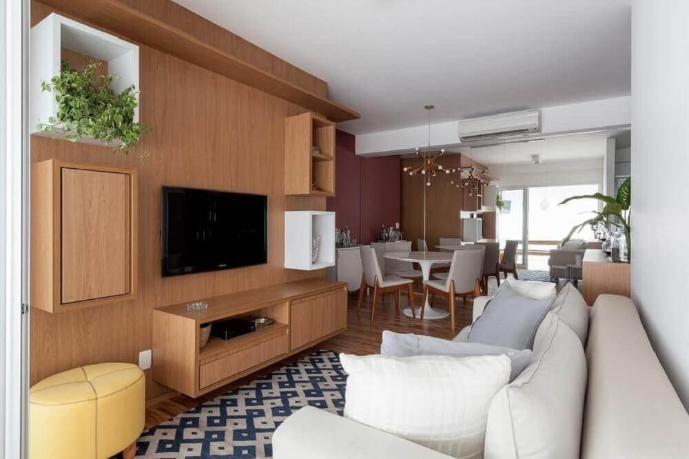 Decoração com nichos diferentes para sala de TV
