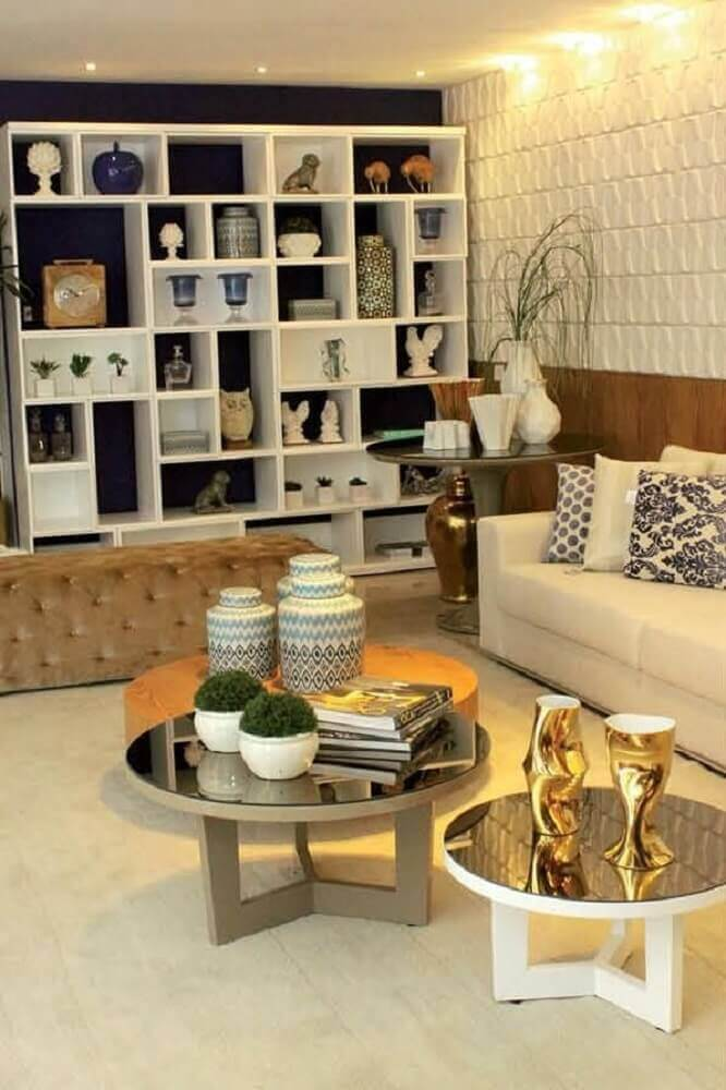 Modelos de estante com nichos para sala com dimensões diferentes