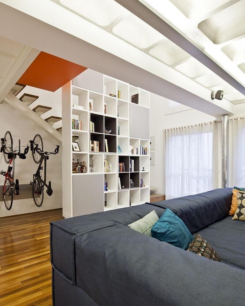 decoração com parede de nichos para sala de estar
