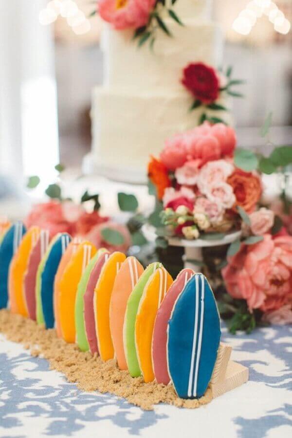 docinhos personalizados em formato de prancha para casamento na praia simples Foto 100 Layer Cake