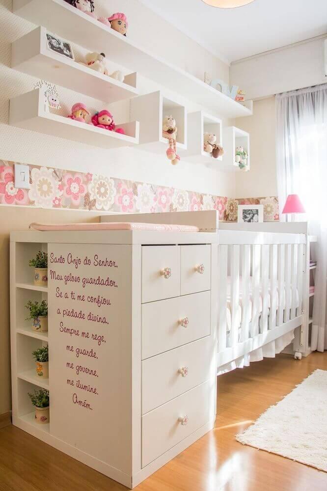 faixa com papel de parede para quarto de bebê feminino