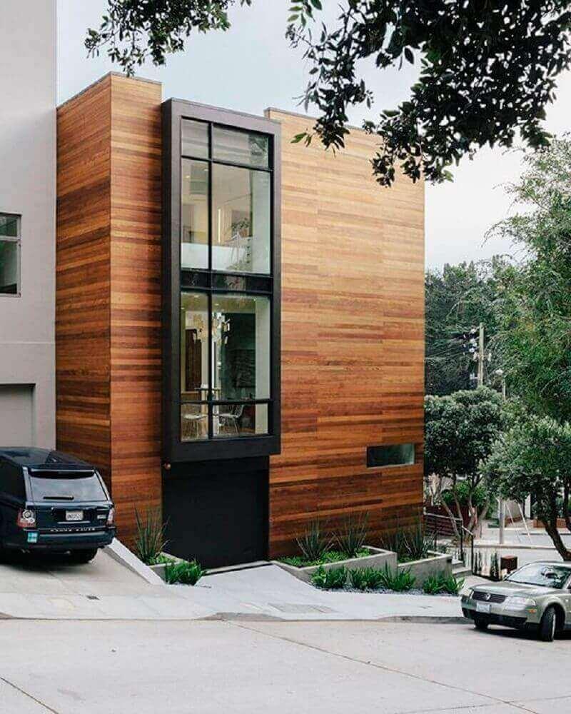 frentes de casas com paredes de madeira
