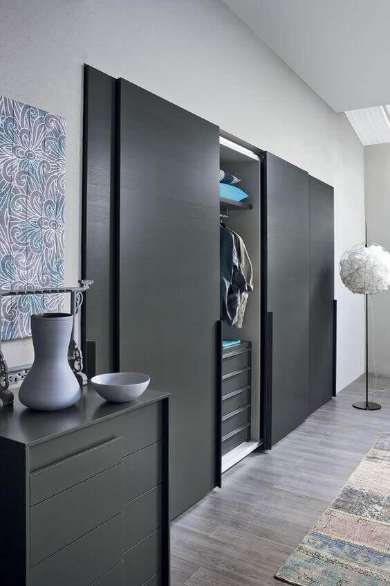 guarda roupa embutido em quarto estilo contemporâneo