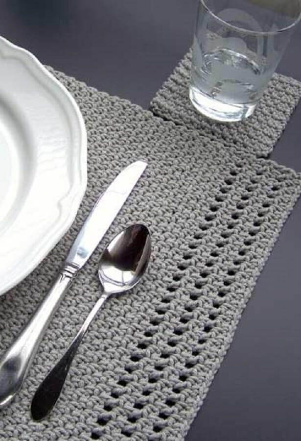 jogo americano de crochê cinza