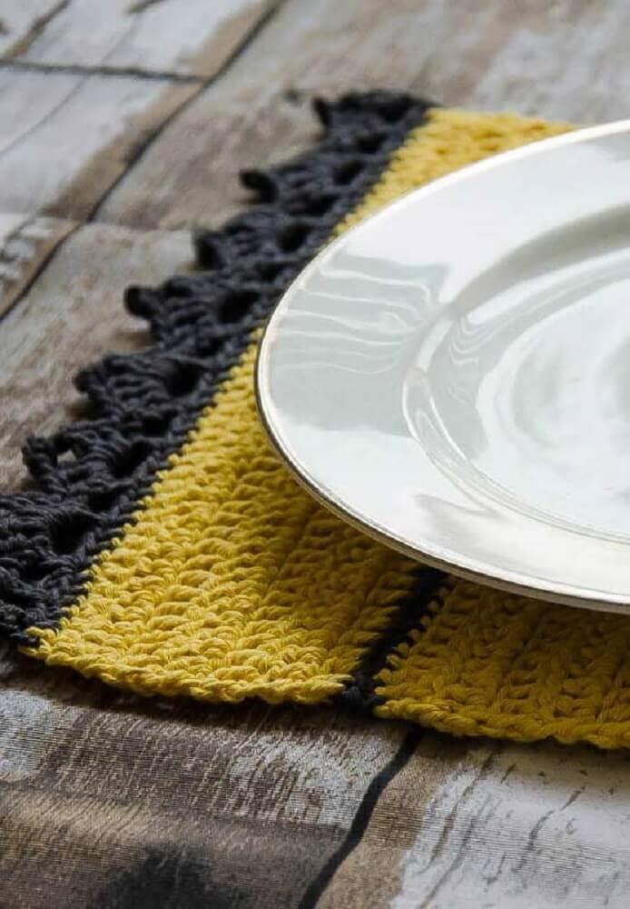 jogo americano em crochê preto e amarelo