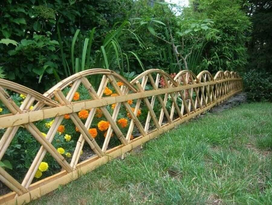 linda cerca de madeira para jardim