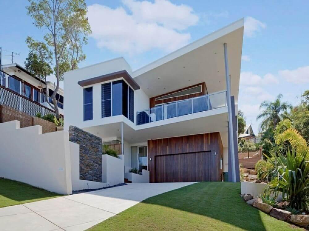 frente de casa com arquitetura moderna
