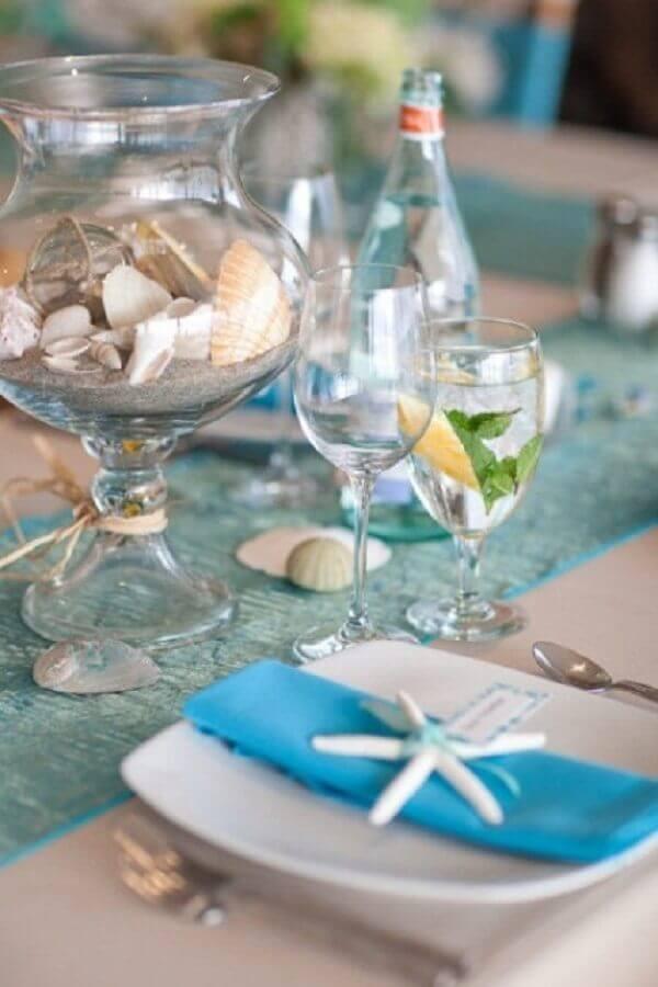 mesa para noivado na praia com conchas