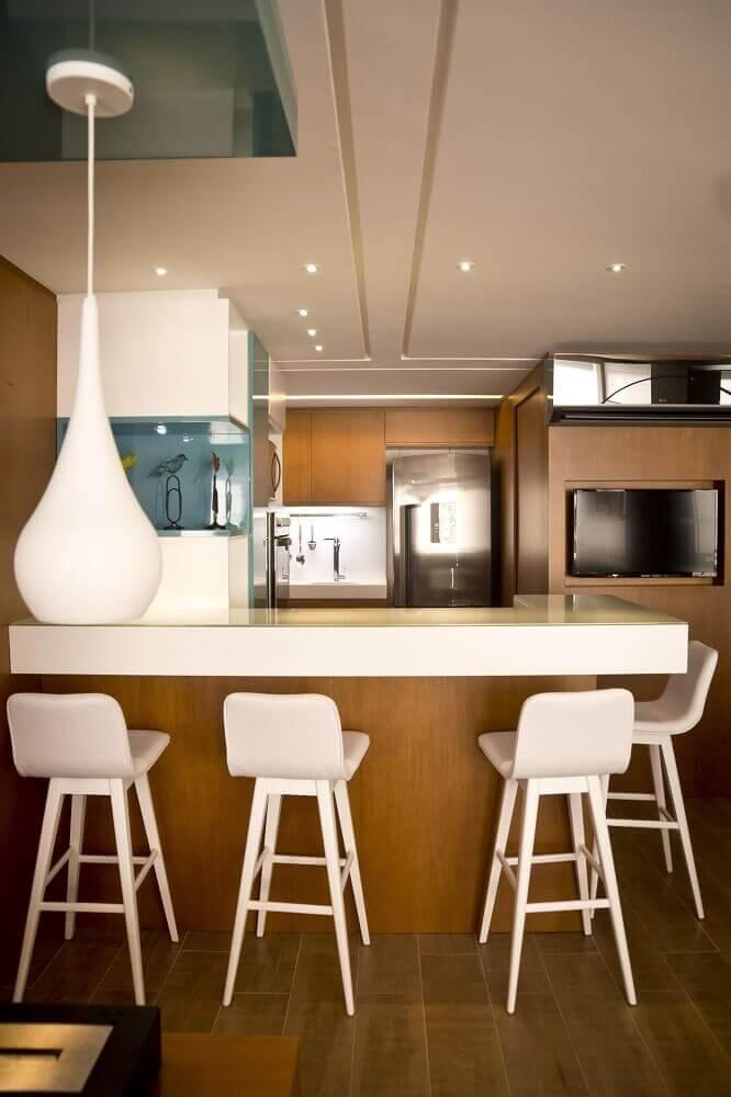 modelo branco de banqueta alta para cozinha