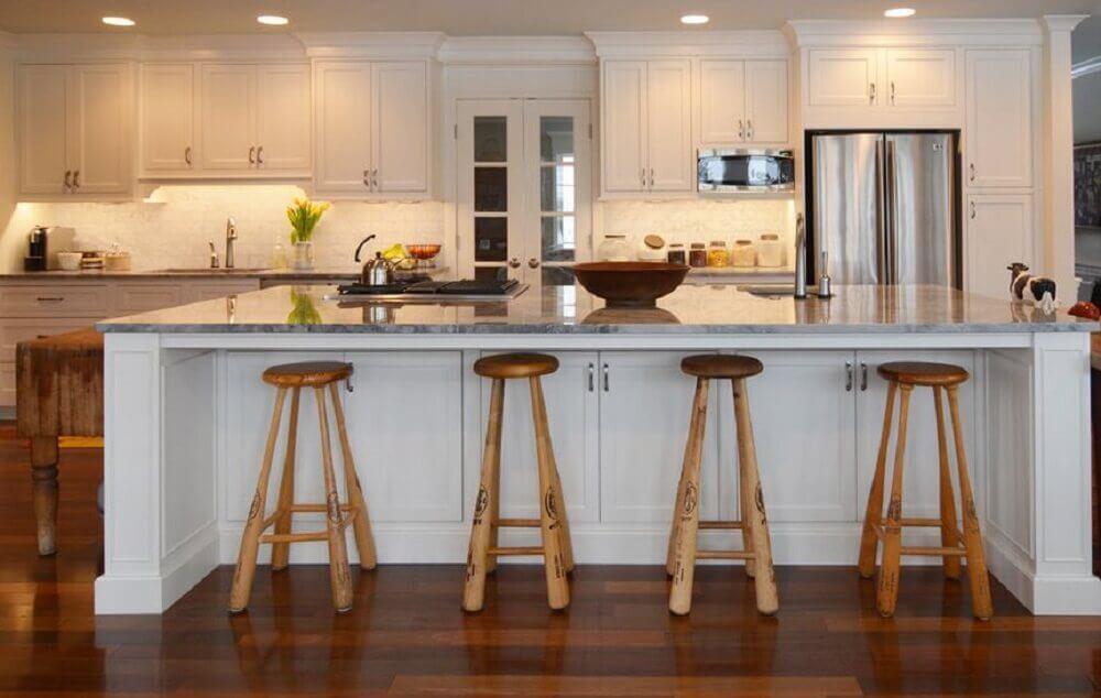 modelo de bancos para cozinha americana com pernas de taco de basebal