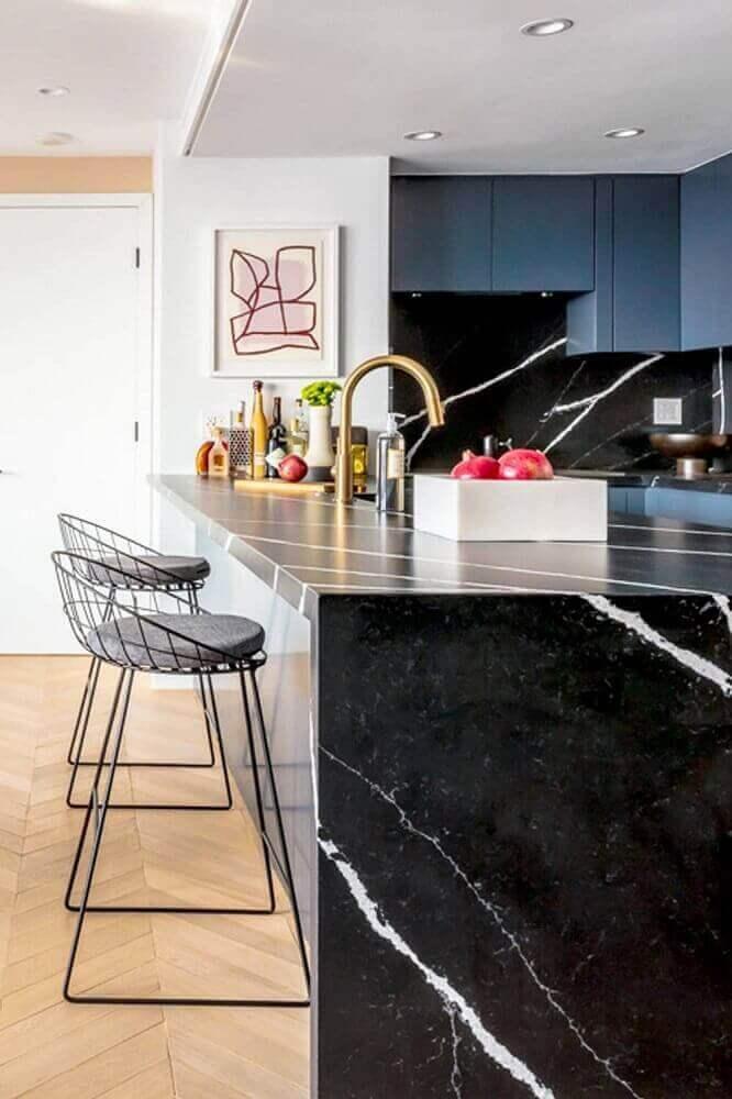 modelo de banquetas para cozinha com balcão preto Foto Cut & Paste