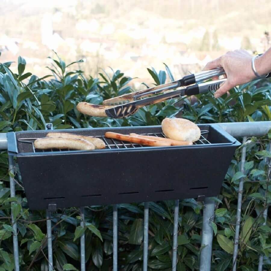 modelo de churrasqueira presa em guarda corpo