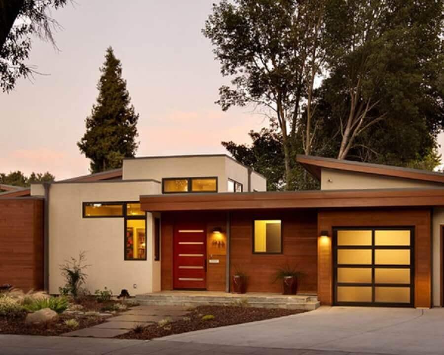 modelo de frente de casa com paredes de madeira
