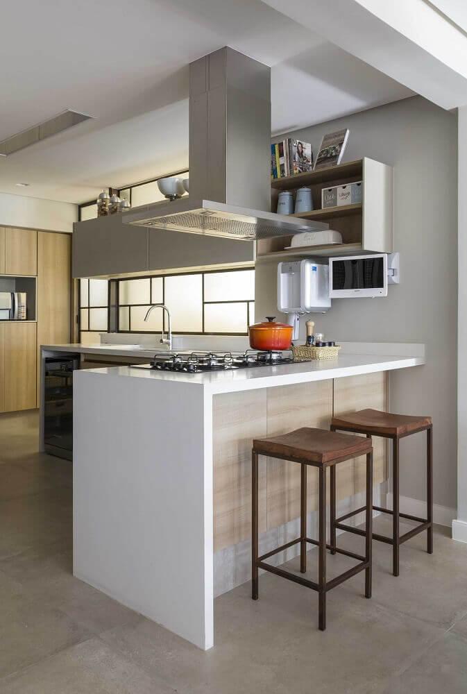 modelo simples de banquetas baixas para cozinha