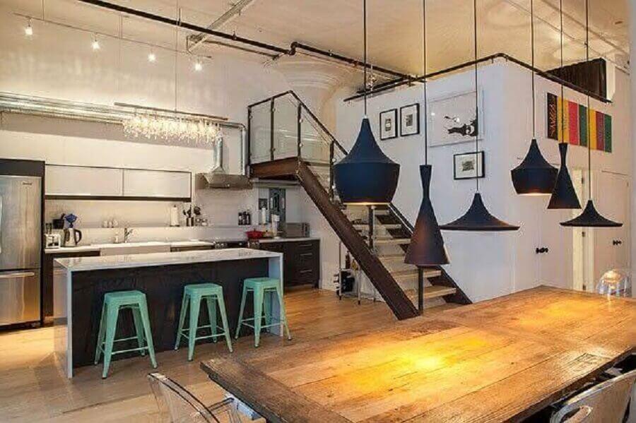 modelos coloridos de banquetas baixas para cozinha