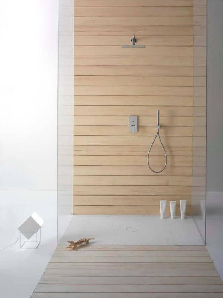 modelos de banheiro com revestimento em madeira