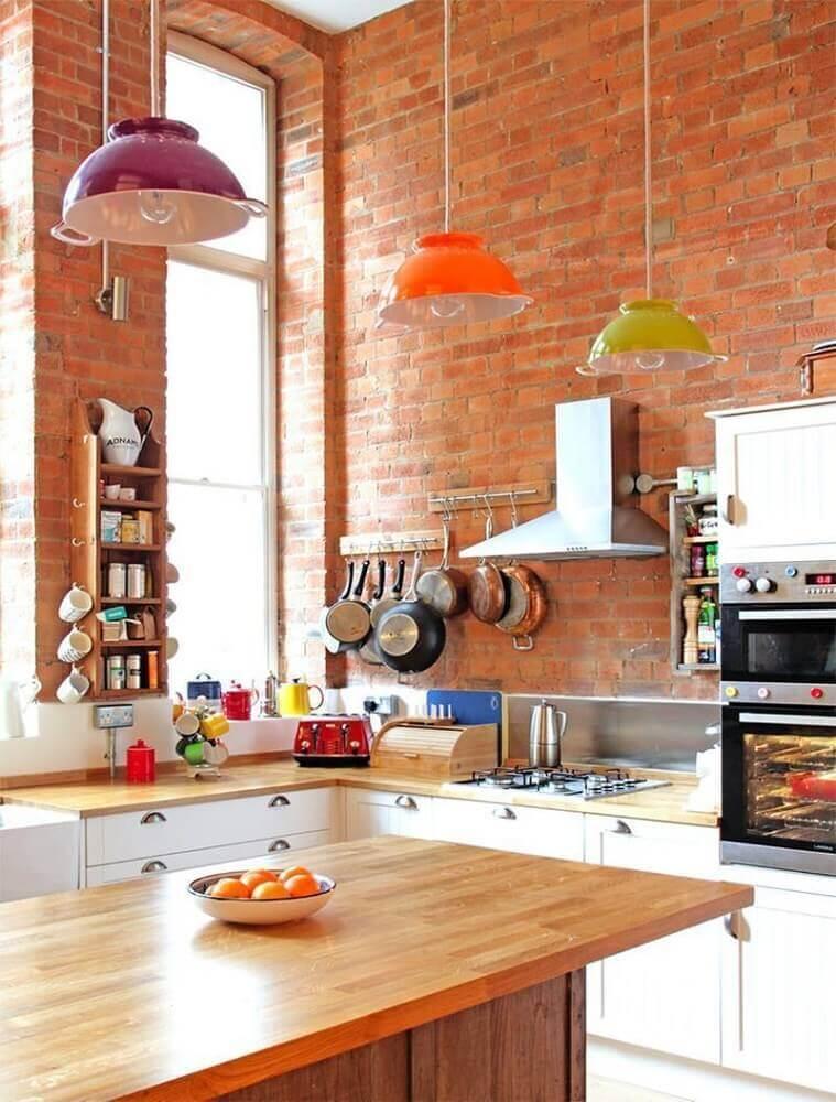 modelos de pendentes coloridos para cozinha