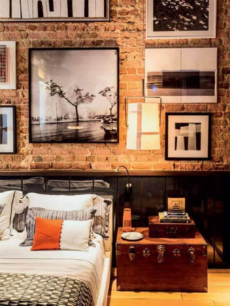 modelos de quadros para quarto masculino com parede de tijolinho