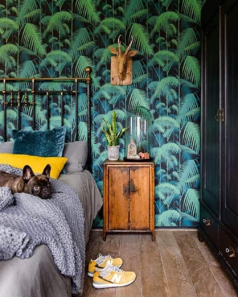 papel de parede com estampa de folhagens para quarto de casal