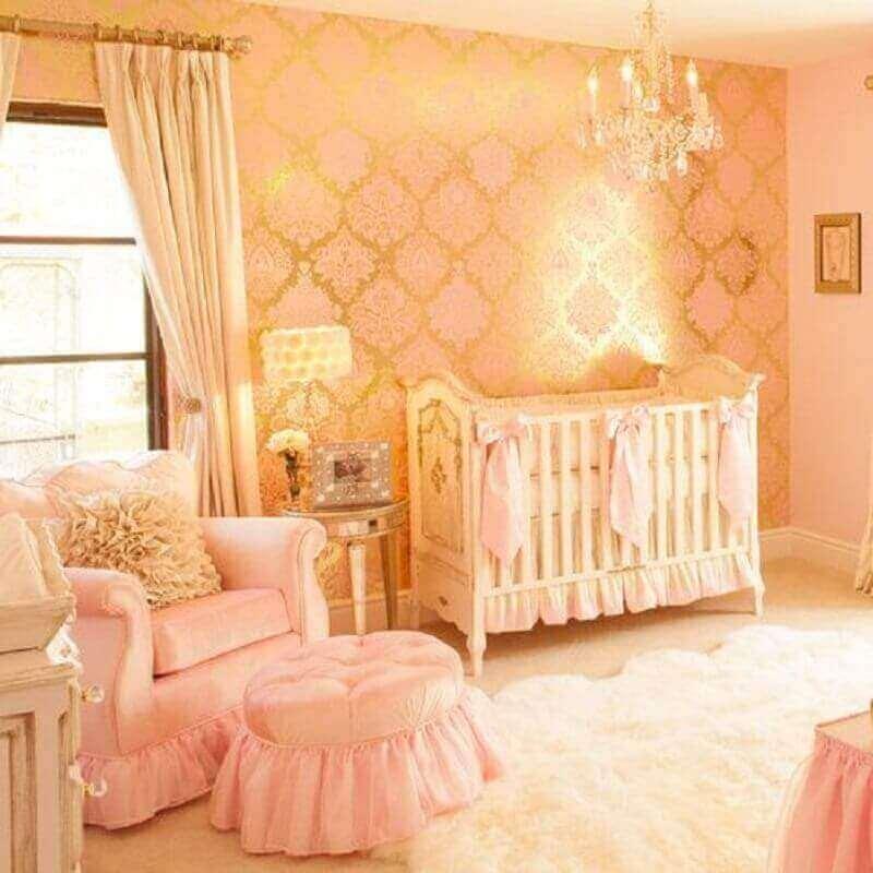 papel de parede dourado e rosa para quarto de bebê feminino