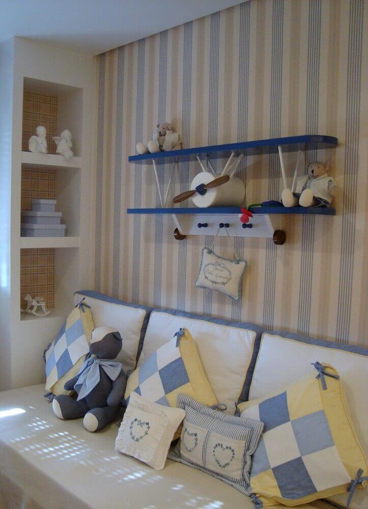 papel de parede listrado para quarto de bebê masculino