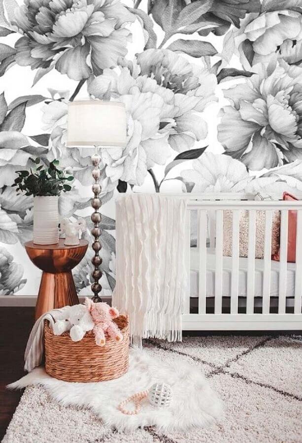 papel de parede para quarto de bebê com flores grandes em tons de cinza Foto Pinterest