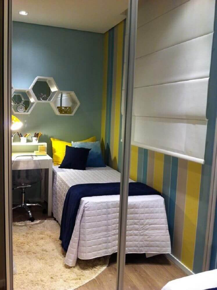papel de parede para quarto masculino com listras amarelas e azuis