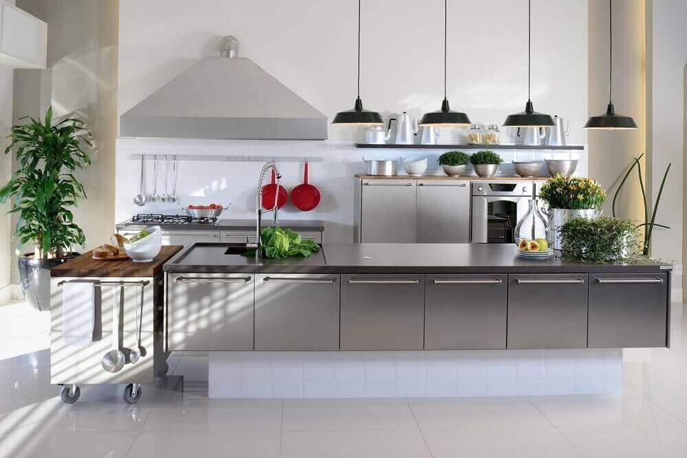 pendente preto para bancada de cozinha moderna