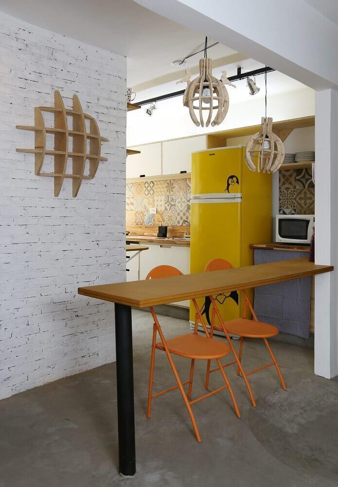 pendentes para cozinha com estrutura de madeira