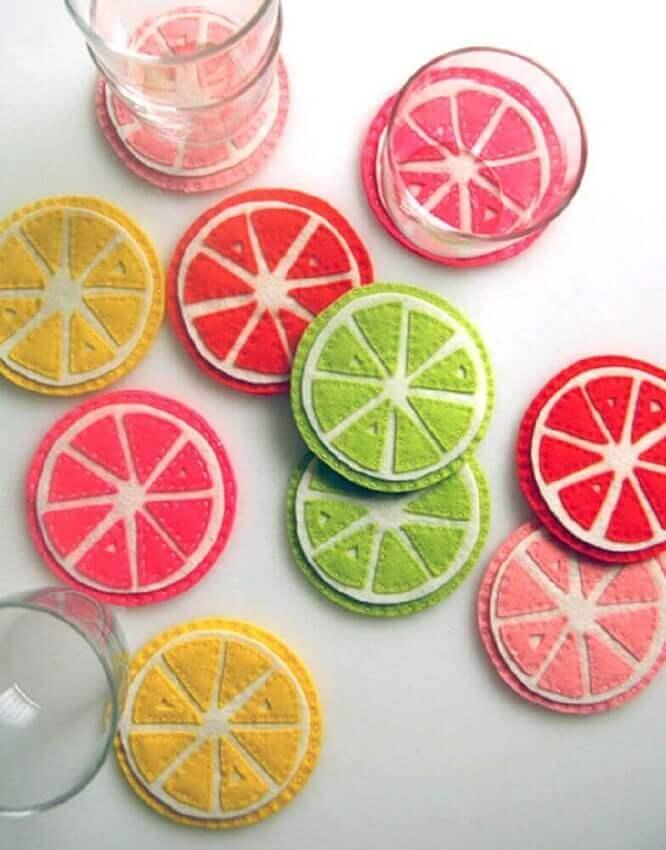 porta copos feitos de artesanato para cozinha com feltro