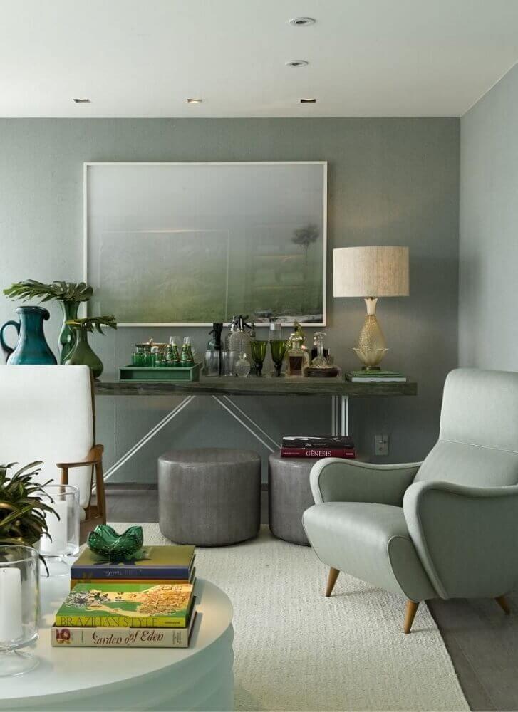 puff para sala pequena decorada em tons de cinza