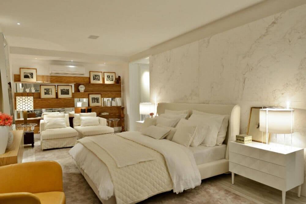 quarto clean com cabeceira estofada branca