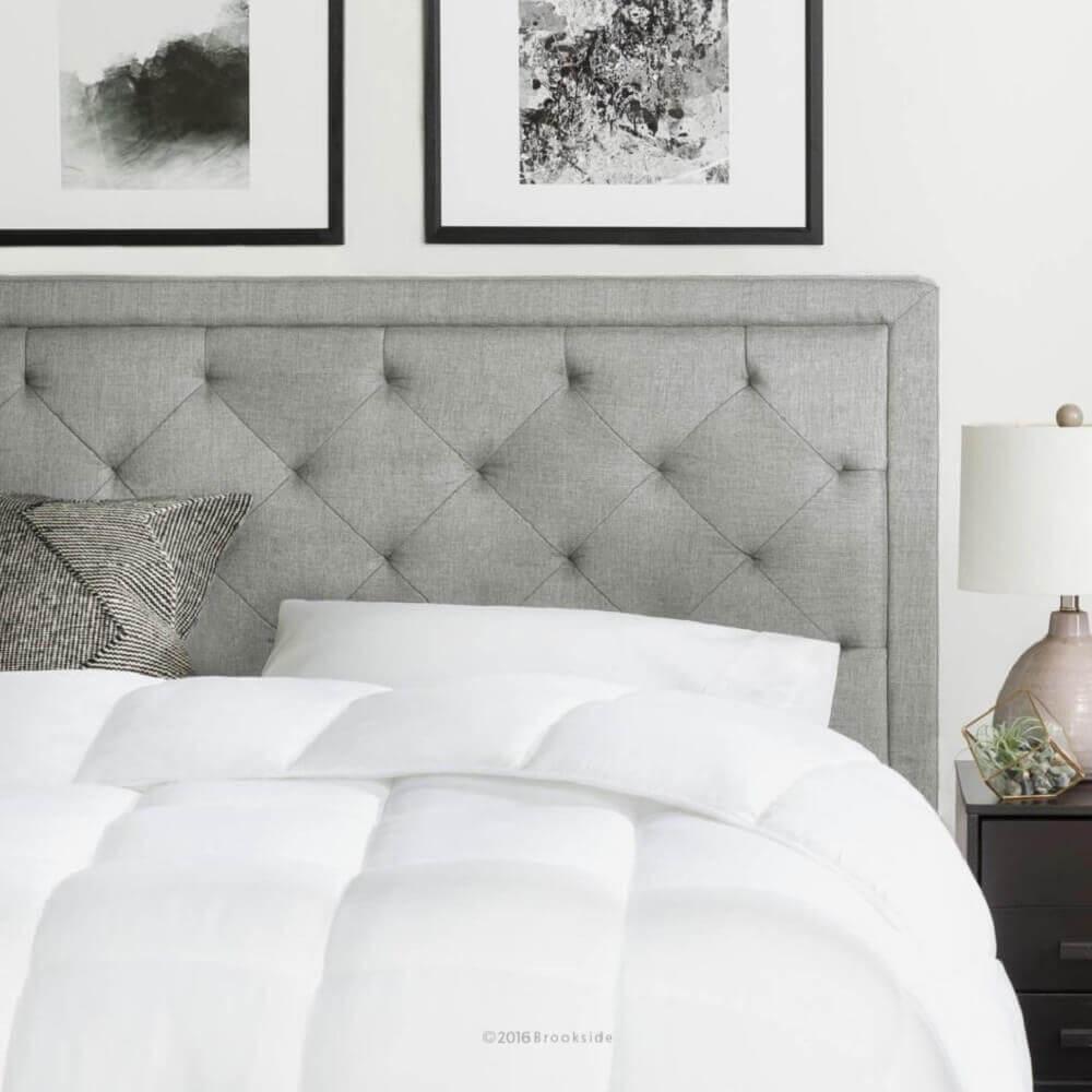 quarto decorado com quadros e cabeceira estofada cinza Foto Editing Service Online