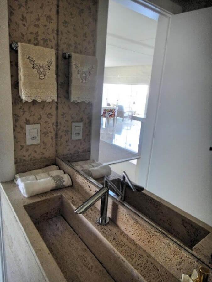 torneira com design arrojado para pia de banheiro