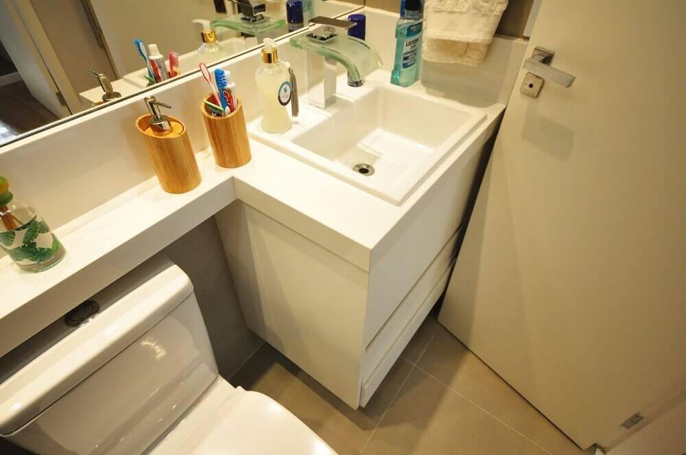 torneira com detalhe de vidro para pia de banheiro