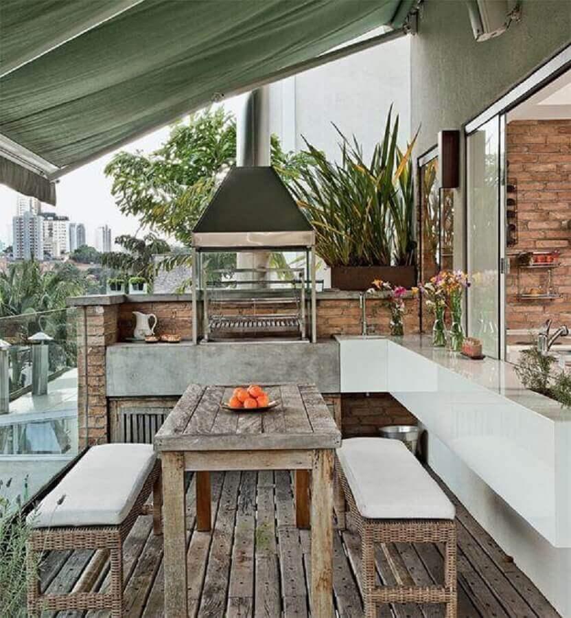 varanda com churrasqueira de alumínio e concreto