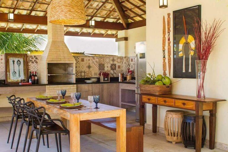 área gourmet rústica com churrasqueira de tijolinho e ladrilho hidráulico
