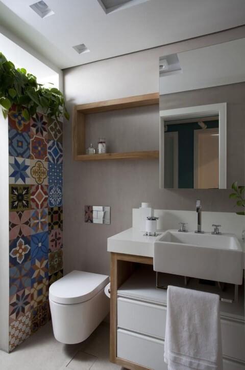 Azulejo para banheiro colorido em lavabo Projeto de Juliana Pippi
