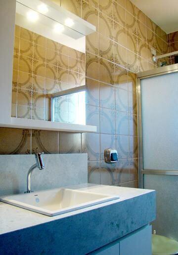 Azulejo para banheiro em ladrilho Projeto de Maxma Studio