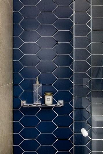Azulejo para banheiro hexagonal azul Projeto de GF Projetos