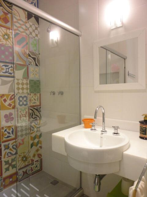 Azulejo para banheiro hidráulico Projeto de Maria Helena Torres