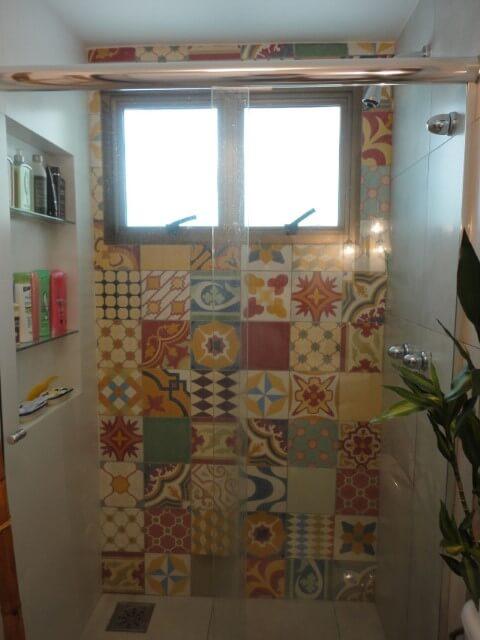 Azulejo para banheiro hidráulico na área do box Projeto de Maria Helena Torres