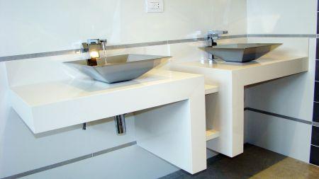 Bancada de banheiro com cubas embutidas